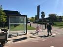Het wachthokje bij de Essenhof werd gisteren geplaatst. Voortaan pikt de 'Essenhopper' hier mensen op.