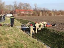 Automobilist vliegt over de kop en raakt gewond bij Marknesse