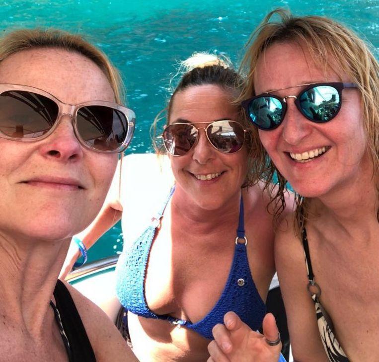 Dominique Blaise, Dominique De Gerlache en Valerie De Goes bij het begin van hun reis in Laos.