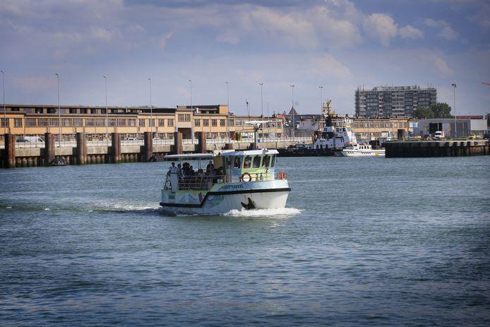 De veerboot blijft enorm populair om de oversteek te maken tussen de Oosteroever en het centrum van de stad