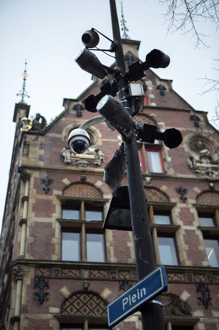 Camera's op het Plein in Den Haag. Beeld Najib Nafid