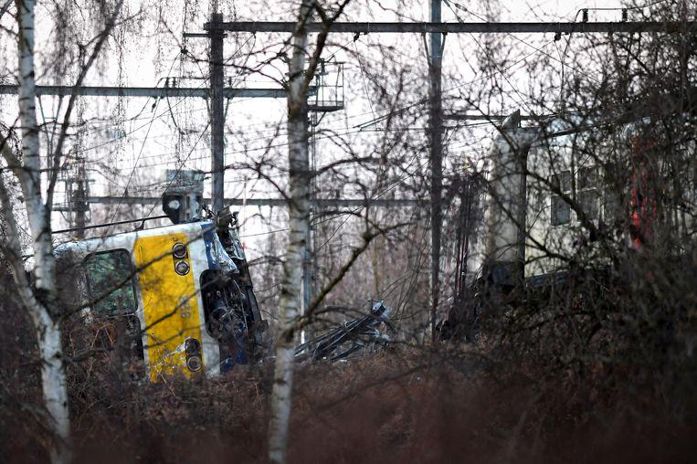 Bij de treinontsporing vielen 27 gewonden en een dodelijk slachtoffer.  Beeld BELGA