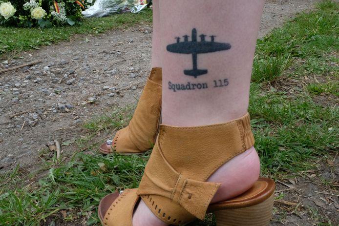 SINT-KATELIJNE-WAVER - Katharyn (21) zette een tattoo op haar enkel van de neergeschoten bommenwerper om haar gesneuvelde overgrootvader te eren. Ook haar broer overwegen om een gelijkaardige tattoo te zetten.
