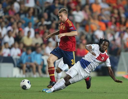 Florian Jozefzoon namens Jong Oranje in actie tegen Jong Spanje.