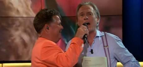 Cynische Jort Kelder kan niet weigeren als Wolter Kroes de microfoon onder zijn neus duwt: 'Ja dag!'