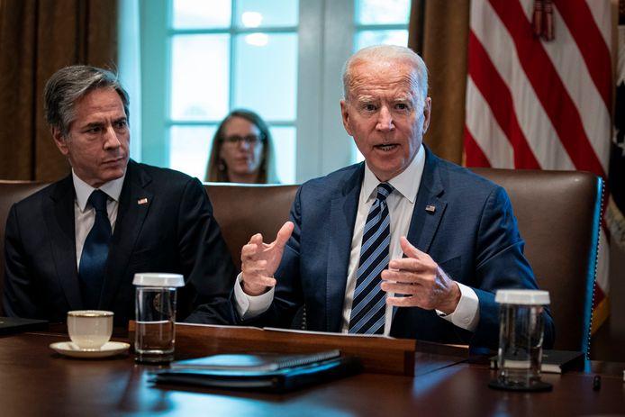 Amerikaans president Joe Biden met links naast hem buitenlandminister Antony Blinken.