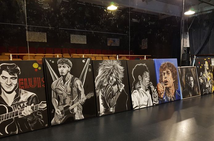 Schilderijen van Jan-Albert Ernsten bij theater Posa in Lelystad.