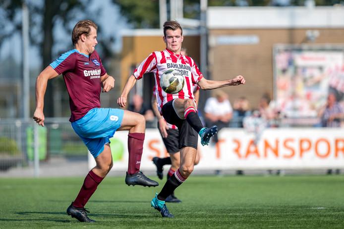 Bas van Zoest (links) en Arjan Ouwendijk maken komende zomer een transfer naar het zaterdagvoetbal.