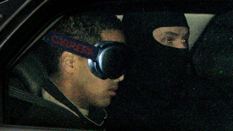 Jason W. (links) arriveert in 2006 bij de Bunker in Amsterdam Osdorp om de strafeisen van de aanklagers te horen. Beeld Anp