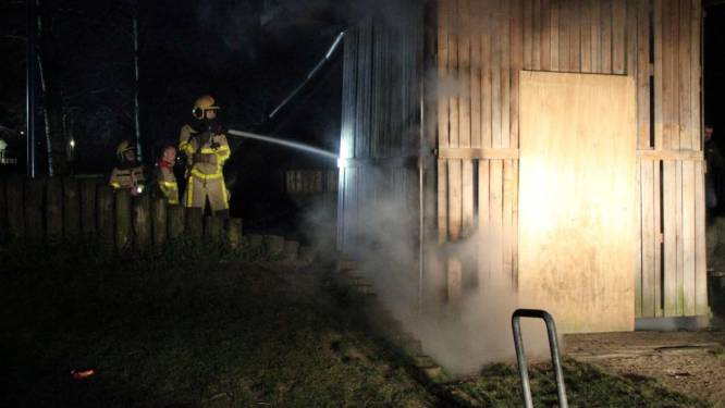 Wéér is het raak: brand in speelhuisje Matenschans in Apeldoorn