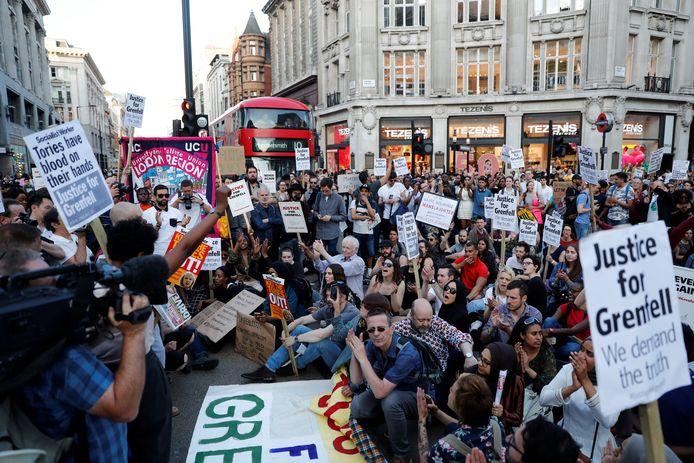 Demonstranten bij West End.