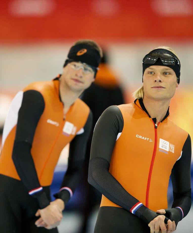 Koen Verweij (R) tijdens de training in de Adler Arena. Op de achtergrond Sven Kramer. Beeld anp
