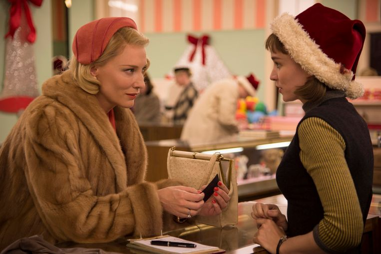 Cate Blanchett en Rooney Mara in 'Carol'. Beeld