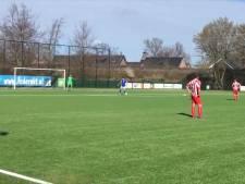 Aftredend FC De Rakt-voorzitter verricht als 'pupil van de week' aftrap tegen Rood Wit'62