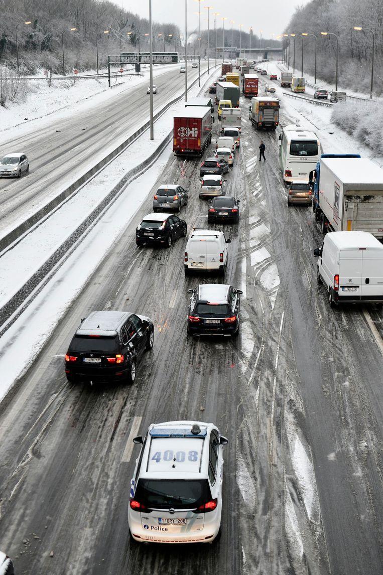 Flink wat ellende op de weg door het winterweer © Philip Reynaers Beeld Photo News