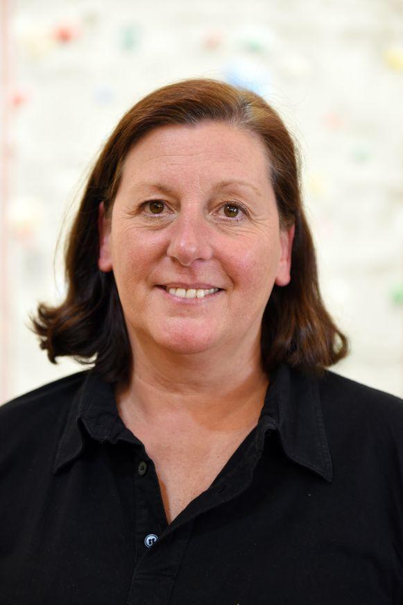 Adelheid Seynnaeve neemt afscheid als directrice van Groenheuvel. Ze is ook directrice in De Kleine Kunstgalerij in Kortrijk. De Kleine Kunstgalerij doet het met 118 leerlingen wel prima.