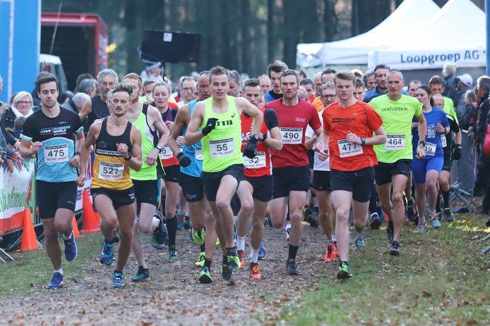 Massastart tijdens een vorige editie van de Zwarte Dennen Cross bij Punthorst. De aanvankelijk voor 21 november geplande crossloop staat vanwege de coronabeperkingen nu op de kalender voor 6 februari.
