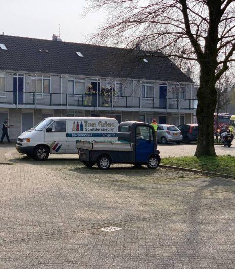 Politie ramt in Terborg deur in om gewonde man uit woning te redden