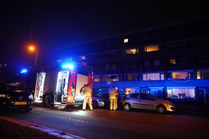 In een flat aan de Karel de Grotelaan in Deventer is brand uitgebroken.