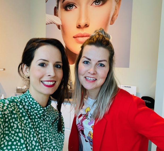 Skinfluencers Esther van der Slik en Mayke van Erven.