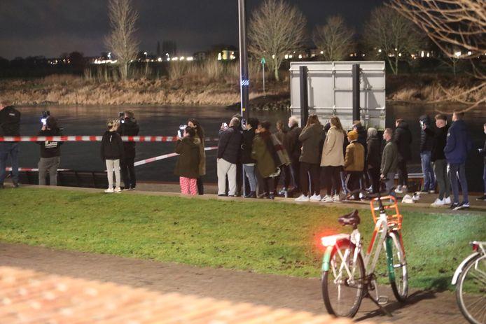 De reddingsoperatie trok veel bekijks in Zutphen.