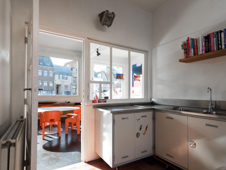 De keuken waarin veel licht binnenvalt. Beeld Bart Kiggen