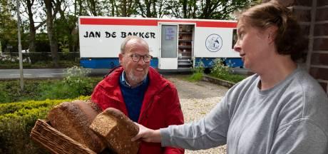 Jan de Bakker (70) stopt na 45 jaar met zijn rijdende bakkerswagen: 'We gaan Jan en zijn getoeter wel missen'