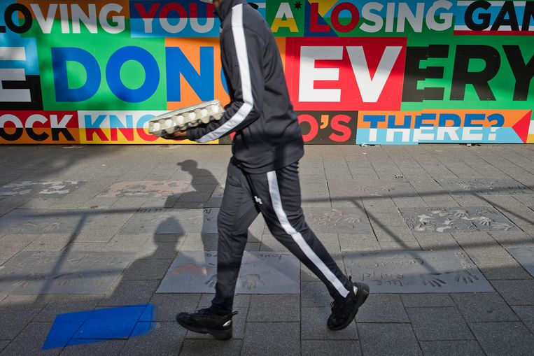 De tegels van Rotterdamse artiesten zouden bewaard moeten blijven. Beeld Otto Snoek
