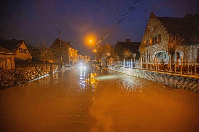 De Opwijkse Bolstraat kwam onder water te staan.