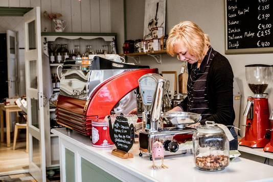Ester maakt sublieme koffie bij 't Scheve Huys