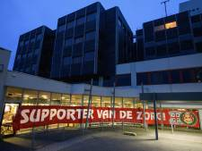 FC Twente en supporters halen met t-shirts geld op voor personeel MST