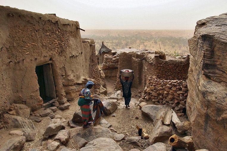 Een klein dorpje nabij Bandiagara. Het landschap van kliffen en plateaus behoort tot de werelderfgoedlijst. Beeld afp