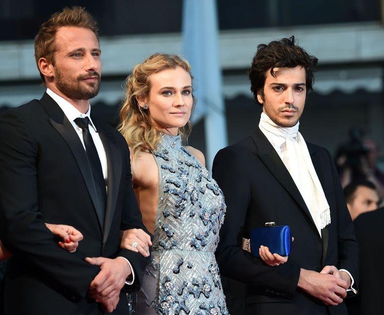 Matthias Schoenaerts, de Duitse actrice Diane Kruger en de Franse DJ Gesaffelstein op de rode loper in Cannes. Beeld AFP