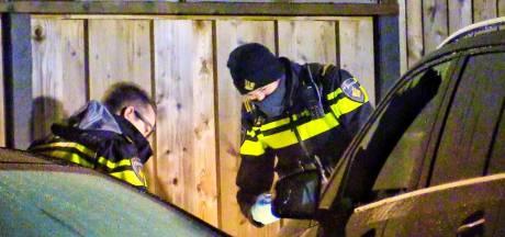 Autobrand in Enschede: twee personen op de vlucht
