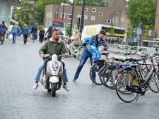 Niet meer scooteren in binnenstad Enschede? 'Ik heb geen idee'