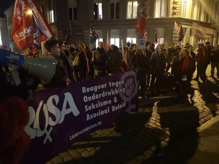 Enkele tientallen betogers lieten hun ongenoegen blijken.