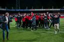 De clubbestuurder Jan Willem van Dop en Alex Kroes (r) vieren hun eigen feestje bij GA Eagles.