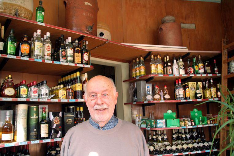 Leo De Clercq in zijn wijn- en likeurzaak (archieffoto).