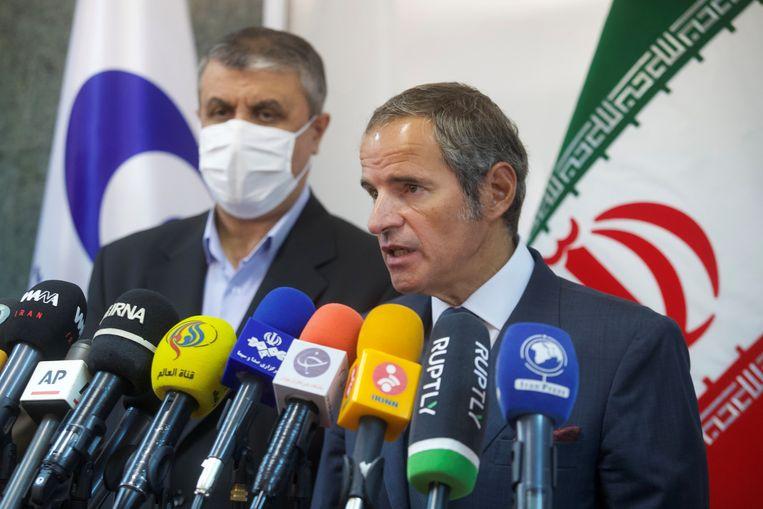 Tijdens een bezoek van directeur-generaal Rafael Grossi aan Teheran werd bekend gemaakt dat het IAEA de geheugenchips in de camera's mag vervangen.  Beeld via Reuters