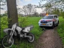 Politie slingert motorcrosser in natuurgebied bij Winterswijk op de bon na achtervolging