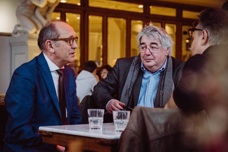 Johan Vande Lanotte en Hendrik Vuye. Vande Lanotte: 'Om zicht te krijgen op wat CD&V beweegt, heb je extra hersencapaciteit nodig die ik als ruwe Vlaamse socialist niet bezit.' Beeld Wouter Maeckelberghe