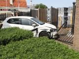 Auto ramt hek na botsing in Son en Breugel
