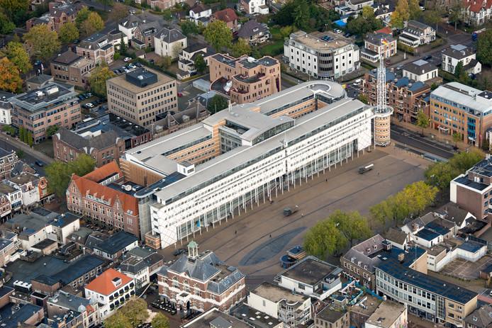 In het stadhuis wordt nagedacht over de toekomst van Apeldoorn, nu de stad tegen haar grenzen aanloopt.