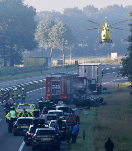 Omstanders redden zwaargewonde bestuurder uit brandend wrak na ongeluk