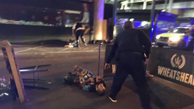 IN BEELD: moment waarop politie terrorist met valse bomgordel uitschakelt