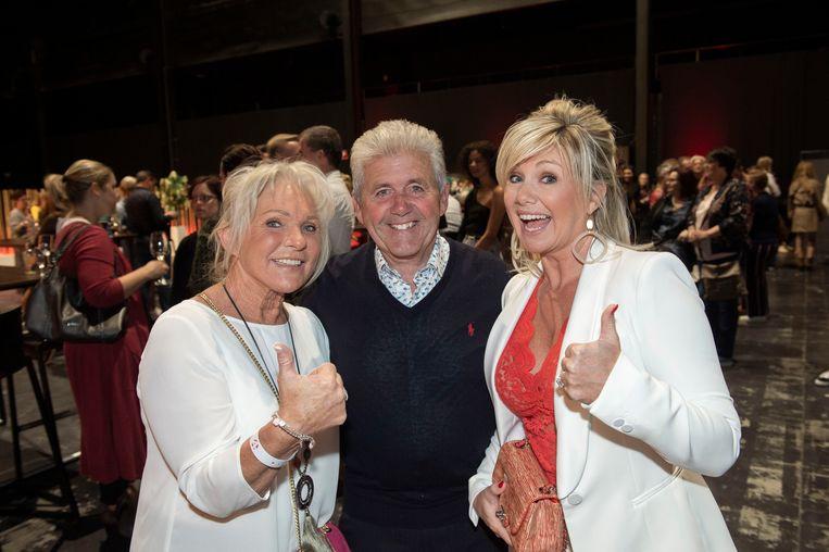 Simonneke en Roger, de ouders van Christoff. Ook zangeres Lindsay, hun dochter en zus van de zanger, kwam langs.
