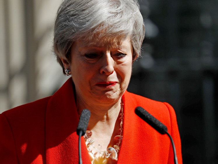 Theresa May, au bord des larmes, annonce sa démission