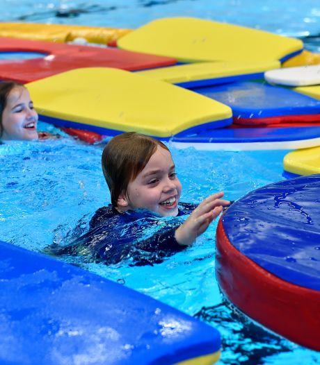 Zwembad heeft door drukte geen tijd voor C-diploma, kinderen krijgen spoedcursus in hun vakantie