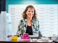 Deldense Monique (62) zag de apotheek van dichtbij veranderen: '40 jaar geleden wisten mensen helemaal niet wat ze slikten'