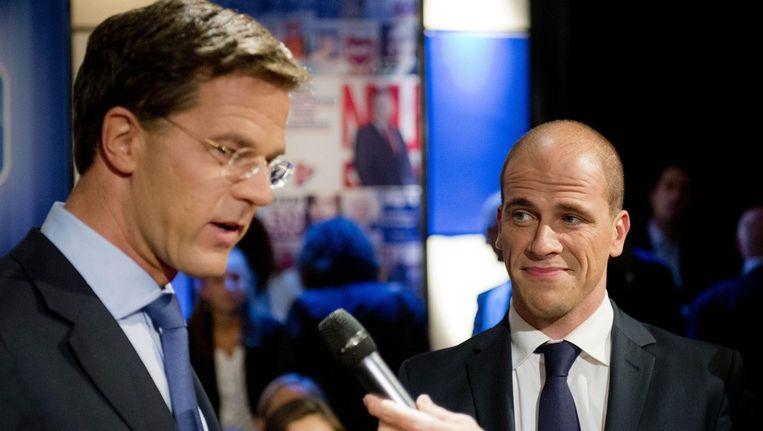 Mark Rutte en Diederik Samsom tijdens het verkiezingsdebat bij Nieuwsuur. Beeld null